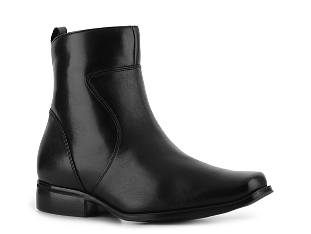 <p> The Toloni leather boot from Rockport is a classic for every man. Pair this stylish shoe with jeans for a more casual look or dress pants for a modern approach to your work attire.</p>