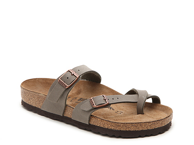 Birkenstock delivers comfort and style with the women\\\'s Mayari flat sandals. Pair these trendy slides with jean shorts and a knotted tee for a weekend-ready look.