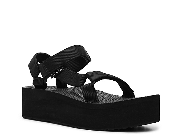 The Teva Flatform Universal wedge sandals are sporty, stylish and perfect for all of your casual weekend adventures.