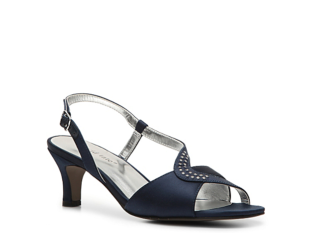 <p>Dress up to go out in the Courtney sandal! This elegant David Tate shoe is perfect for all evening looks.</p>