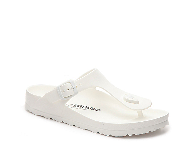 Birkenstock delivers comfort and style with the women\\\'s Gizeh flat sandals. Pair these trendy slides with jean shorts and a sporty tee for a weekend-ready look.