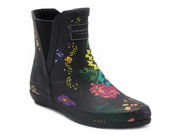 Brave the storm in the Piccadilly rain boots from London Fog. With a trendy Chelsea boot design, these cute wellies will keep your feet dry and stylish on those wet and gloomy days! Click here for Boot Measuring Guide.