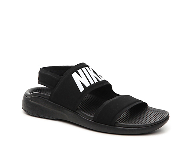 The Tanjun sport sandal from Nike offers an unbeatable blend of comfort and versatility! Perfect for giving your feet a little relaxation after a game or a day at the beach, these casual flat sandals have quick-dry capabilities and a cushioned footbed for all day comfort.
