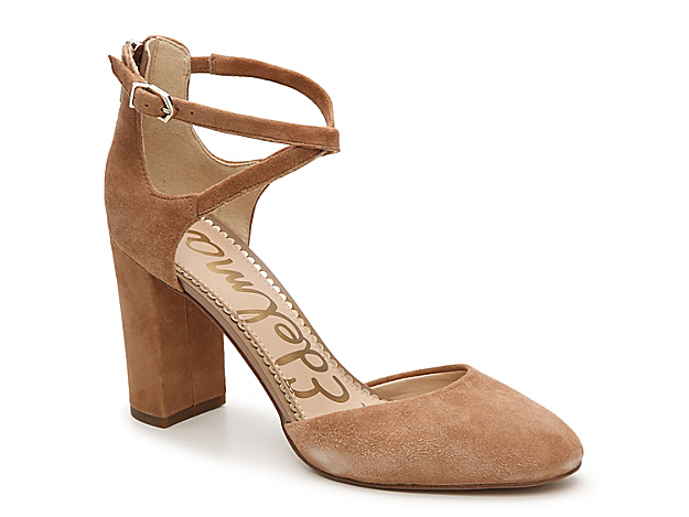 Top off work or weekend looks with the Simmons pump from Sam Edelman. This two-piece pair features a luxe suede and crisscross straps for extra intrigue.