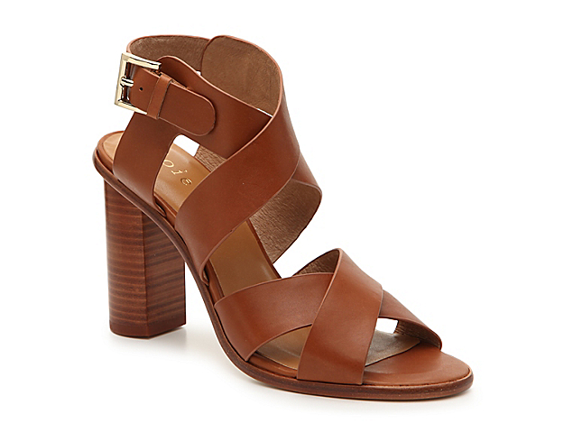 Lift your warm weather look with the Avery sandal from Joie. Featuring a breathable leather lining and sturdy block heel, this pair will be perfect for strutting around town in your favorite outfit.
