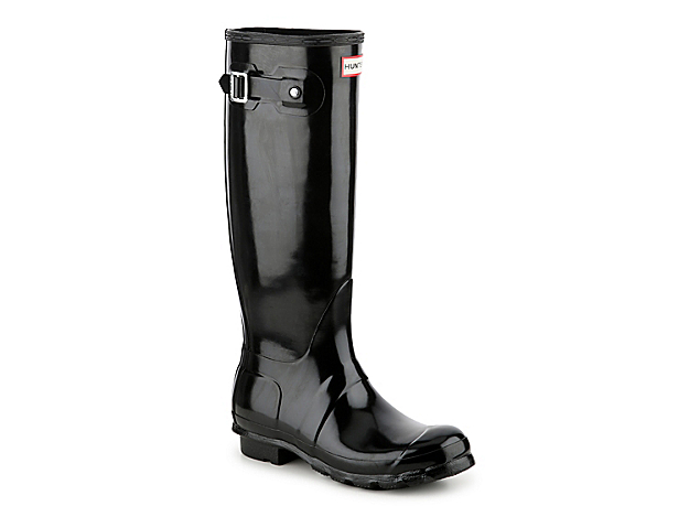Embrace your inner child and splash around in the Original Tall Gloss rain boots from Hunter. Featuring a fully waterproof construction, these wellies will keep you protected from any condition! Click here for Boot Measuring Guide.