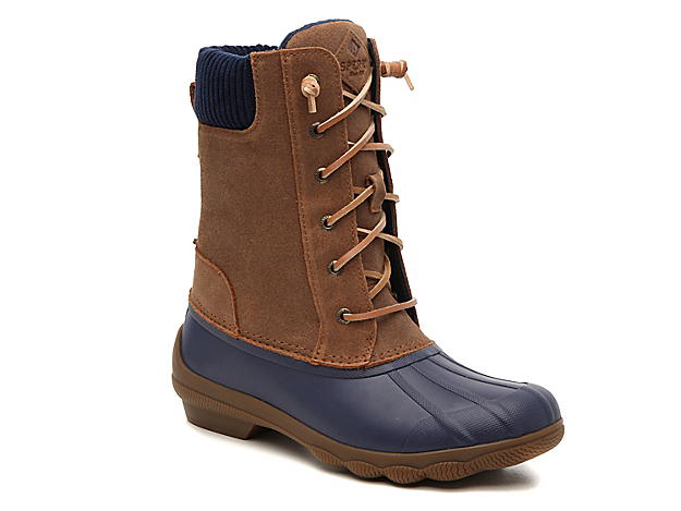 The Syren Misty duck boot is the outdoor gear you need to make it through the chilly months. Designed with fleece lining and a sweater-knit collar, these mid-calf boots will keep you cozy all-day long. Click here for Boot Measuring Guide.