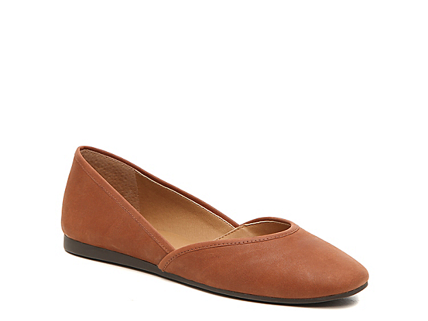 Add a sophisticated addition to your wardrobe with the Adoura flat from Lucky Brand. These leather slip-ons feature a chic square toe and modern silhouette that enhances jeans or a T-shirt dress.