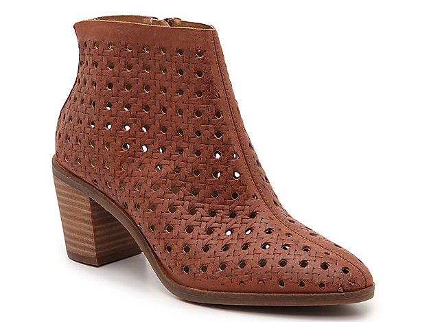 Easily transition from season-to-season with the Painina bootie from Lucky Brand. This leather pair features a laser-cut design and stacked heel for confident struts! Click here for Boot Measuring Guide.