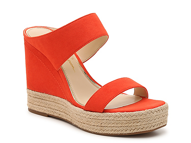 The Jessica Simpson Saphita makes big fashion moves with an ultra-high heel and two-band silhouette. A metallic trim outlines the footbed and beachy espadrille outlines the midsole for casual texture.