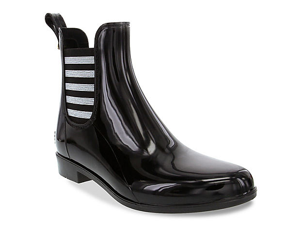 Never sacrifice your style on gloomy days again with the Typhoon rain boot from London Fog. This waterproof Chelsea boot features striped elastic gores for a nautical finishing touch.Click here for Boot Measuring Guide.