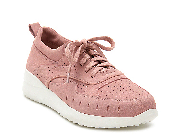 Modern kicks get a retro finish with the Top Notch sneaker from Matisse. A classic suede upper with perforated panels is lifted with a trendy chunky midsole for versatile styling.