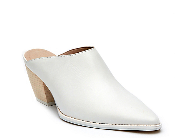 Bring an effortless look to your ensemble with the Cammy mule from Matisse. This backless pair features a smooth leather upper and leather stacked heel for sturdy struts!