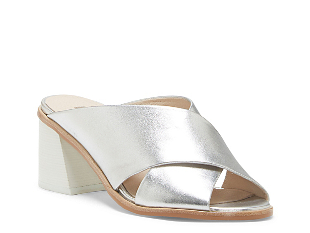 Slide into modern appeal with the Harding sandal from Louise Et Cie. With thick criss cross straps and an angled block heel, this leather pair will upgrade your midi skirts or jumpsuits effortlessly.