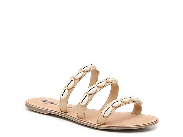 Look like a beach babe in the Tropics sandals from Matisse! This pair features a super slim outsole and three skinny straps that are decorated with strings of cowry shells.