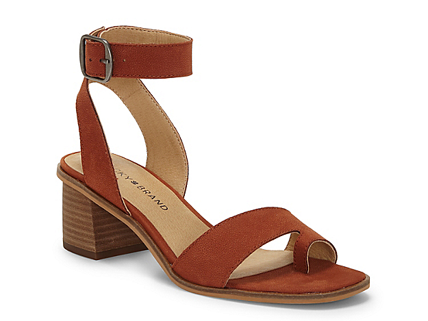 The Loklin sandal from Lucky Brand flaunts a classic two-piece design with a modern update. With an oversized buckle accent and trendy toe loop, this block heel pair will complement all your warm weather looks.