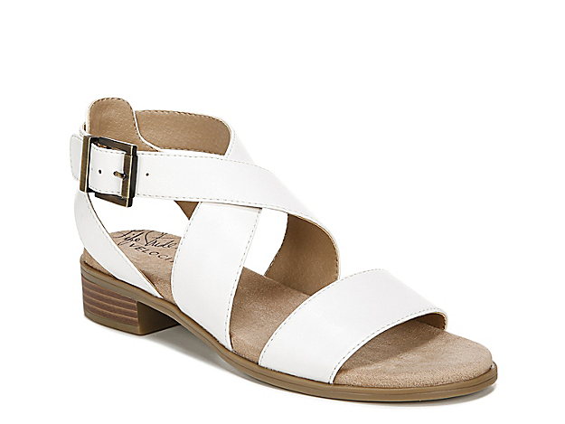 The Banning sandal from LifeStride brings out your warm-weather fashion best. This silhouette features a Velocity 2.0 cushioned footbed and stacked heel for subtle height!