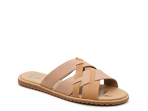The Ella sandal from Sorel rocks classic style with its crisscross straps and slip-on styling. A leather liner and EVA footbed will keep you comfortable on hot days.