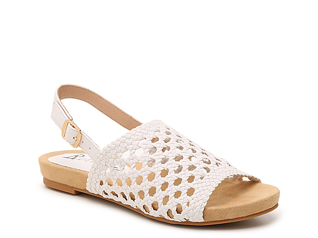 Bellini brings you the Newable sandal for all your warm weather looks. This silhouette is fashioned with a woven upper and a versatile hue that easily pairs with your rotating wardrobe!
