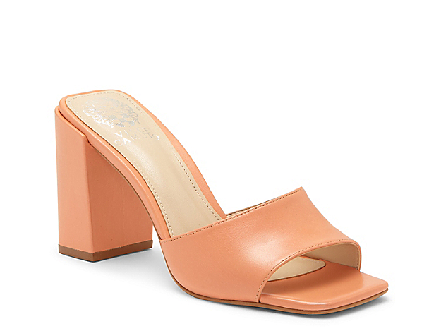 Slide into versatile yet trendy appeal with the Daisana sandal from Vince Camuto. This leather pair features a chunky block heel and squared off toe to give midi skirts or cropped jeans an added pop of style.