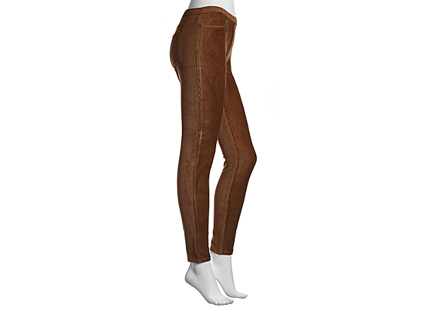 <p>The Corduroy leggings from MeMoi are comfortable and chic! These ankle length leggings can easily be paired with you wardrobe and a fabulous pair of shoes!</p>