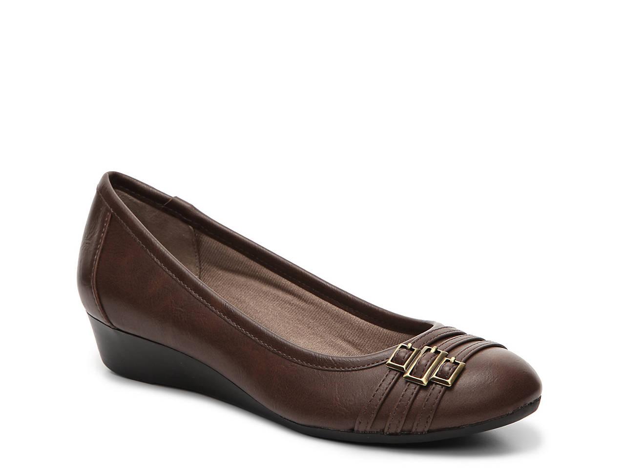 bd072efd075 LifeStride Farrow Wedge Pump Women s Shoes