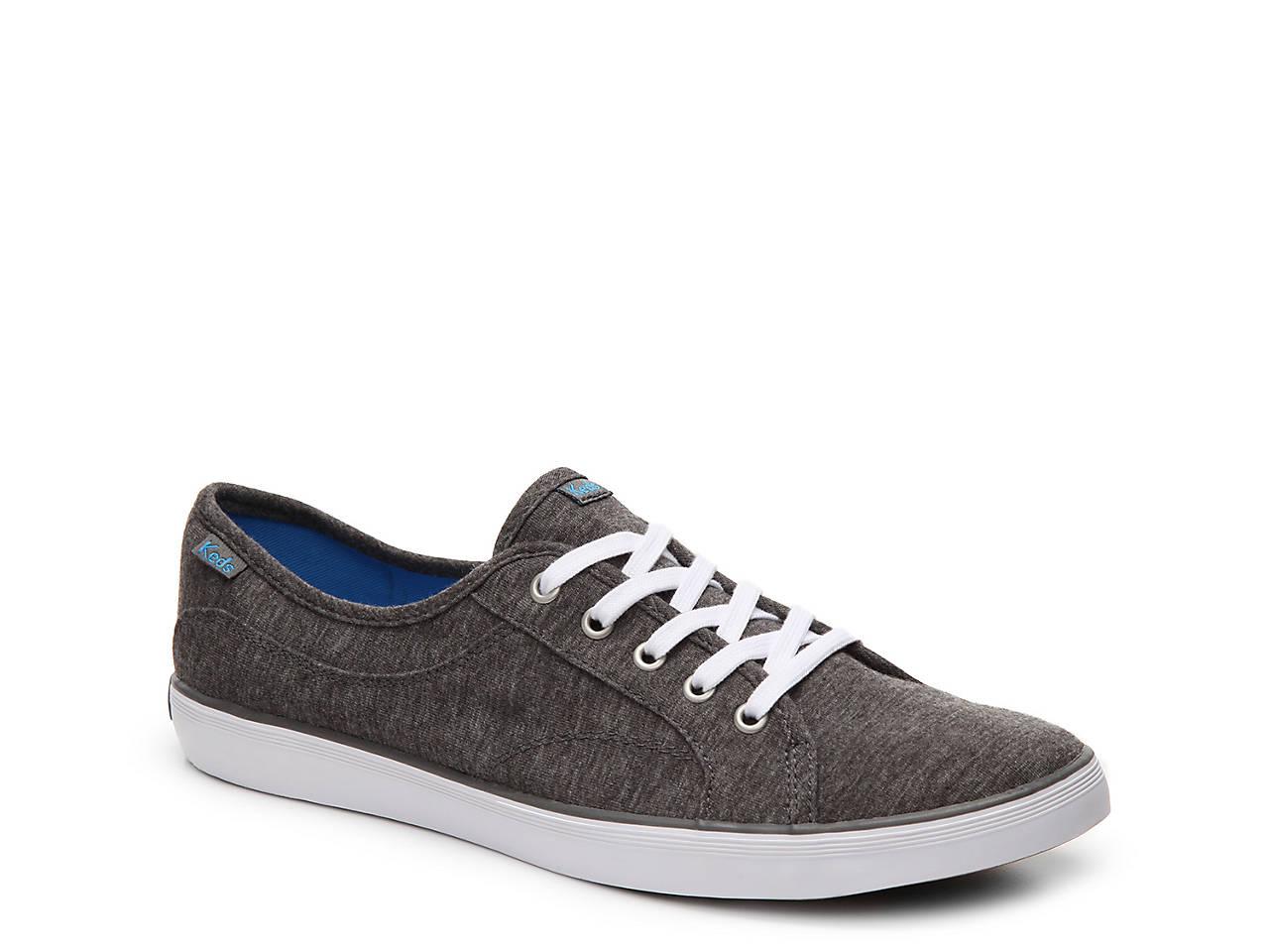 Coursa Sneaker - Women's