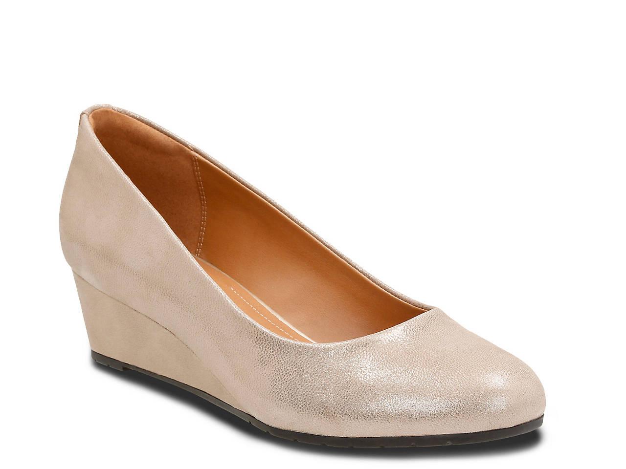 0bbf7a98eb7 Clarks Vendra Bloom Wedge Pump Women s Shoes