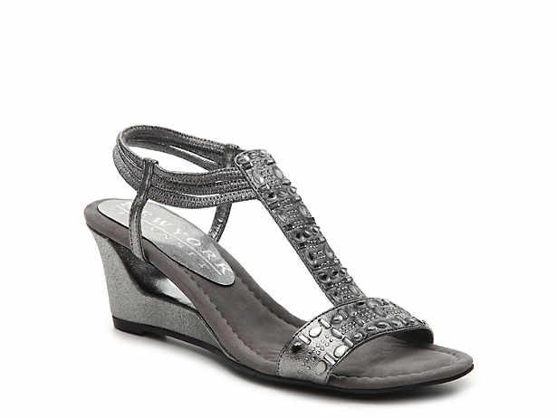 Women's Wide & Extra Wide Sandals | DSW