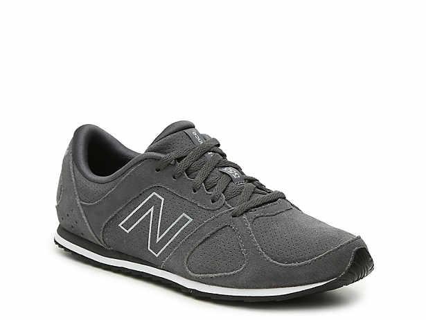 555 Sneaker - Women's. New Balance