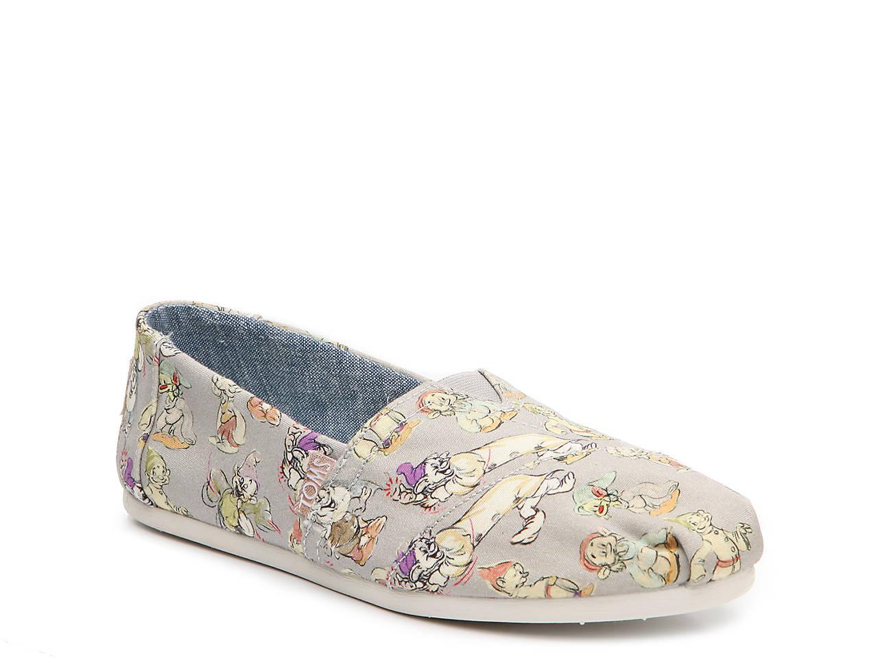 56dcd68d735 TOMS Seven Dwarfs Classic Slip-On Women s Shoes