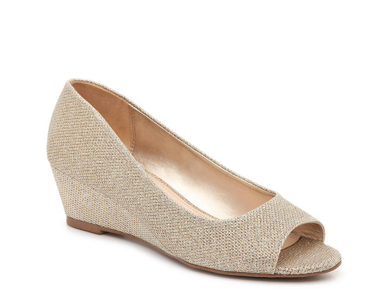 55200a288e4 Kelly   Katie Cilasa Wedge Pump Women s Shoes