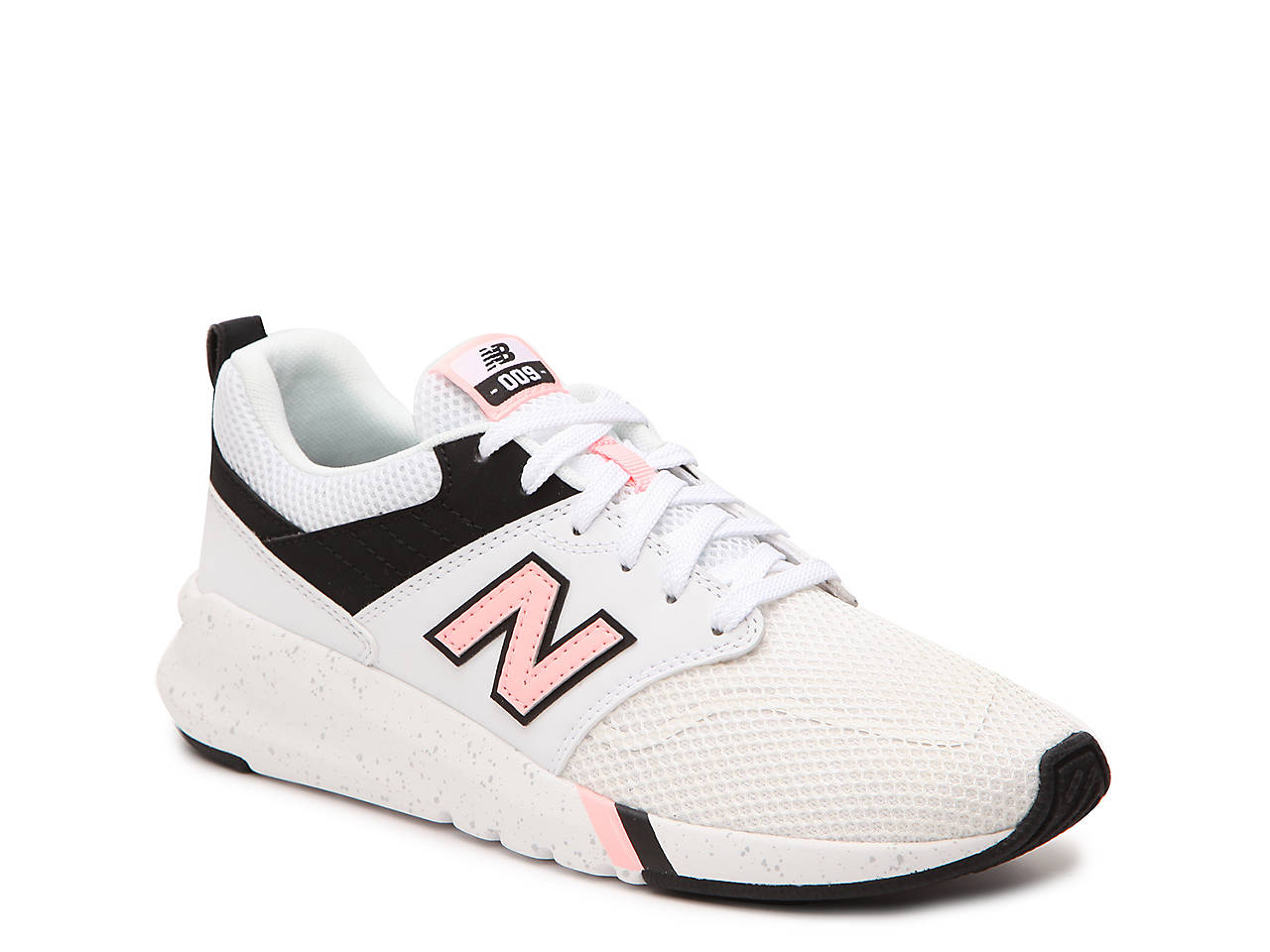New Balance Wr996 Classic Wide Womens Trainers in Blush Pink