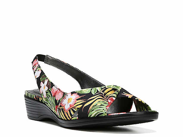 7038fba48889 Naturalizer Banks Pump Women s Shoes